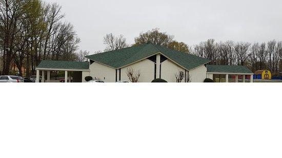 Full Gospel Tabernacle: The church