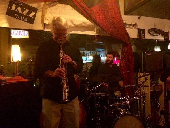 Venice Jazz Club: The band with guest saxophonist from San Francisco