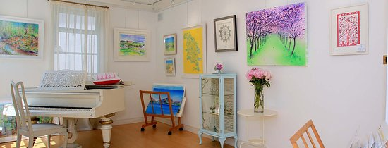 Dove Tree Art Gallery & Studio