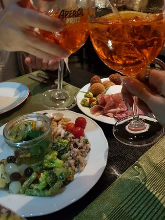 Positano Restaurant: chin!