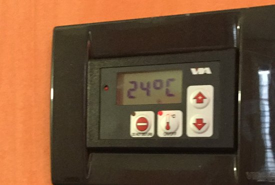 Hotel Portoghesi: It's 75.2 degrees in here. Too warm to sleep.