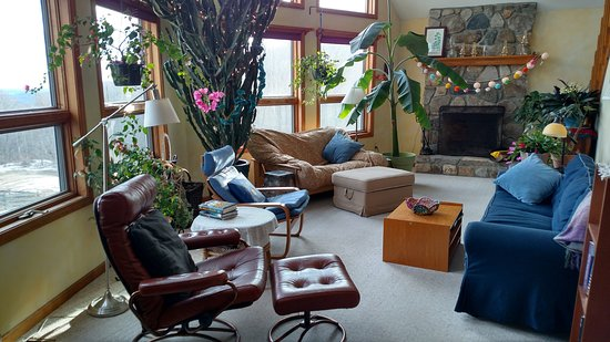 Belchertown, MA: Relax in the Living Room