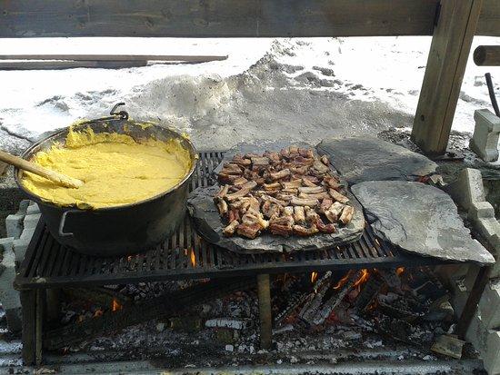Ла-Магделеине, Италия: Polenta e grigliata all'aperto