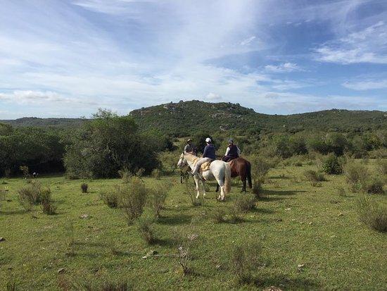 Cerro Colorado, Ουρουγουάη: Cabalgata de 3 horas dentro de las sierras!! impagabale lo lindo que se ve y se siente