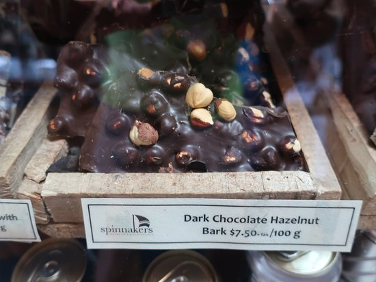 Spinnakers Brewpub and Guesthouses: Dark Chocolate Hazelnut Bark