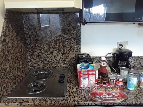 ماينستاي سويتس كونفرنس سنتر: View of stove in kitchen. Food is my own