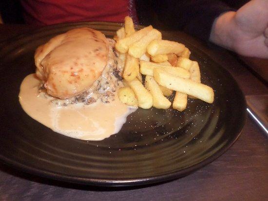 Milton of Campsie, UK: Chicken Balmoral.