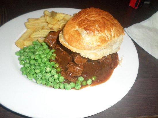 Milton of Campsie, UK: Steak pie & chips.