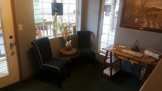 White Wing Lodge: Front Office