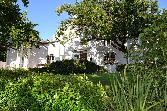 Stellenbosch, Sydafrika: The Tasting Room at DeMorgenzon