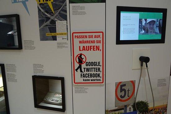 Museum fur Post und Kommunikation: Paneles
