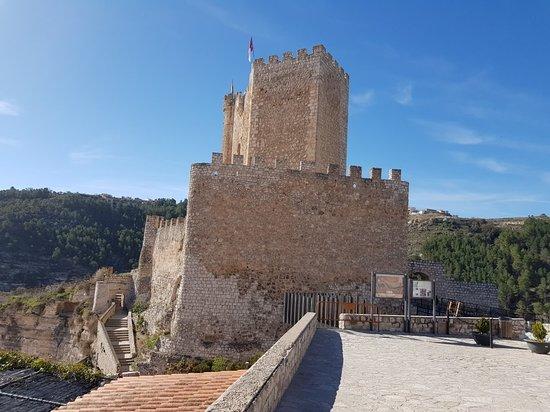 Castillo de Alcalá del Júcar: 20180405_104359_large.jpg