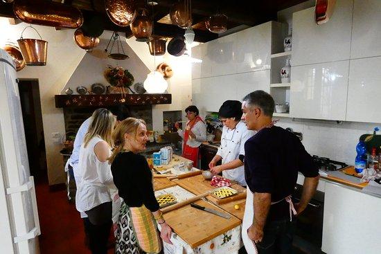 Corso di cucina di academya lingue pronti per iniziare foto