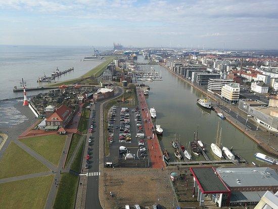 Viewing Platform SAIL City: Blick auf den Neuen Hafen und den Zoo