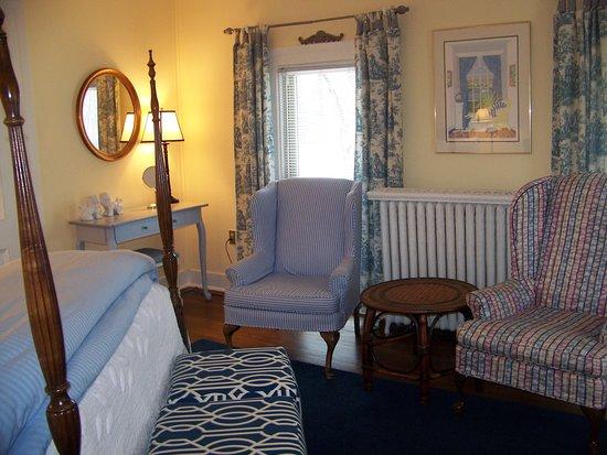 The Inn on Park Street: The Calder Room