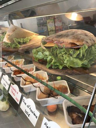 Nago-Torbole, إيطاليا: Excellent pizza!