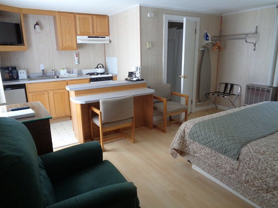 Belfast, ME: Studio cottage with one king bed, full bath and kitchen
