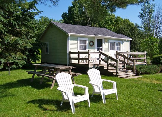 Belfast, ME: Two bedroom cottage sleeps 5 people with private picnic area and view of Penobscot Bay