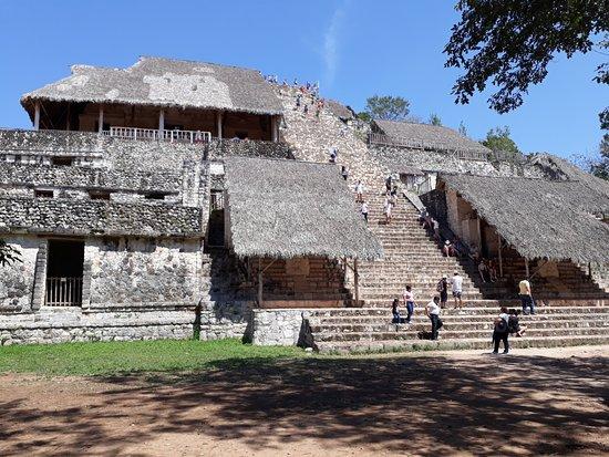 Ekbalam, Mexico: Hermosa zona arqueológica, ubicada en Yucatán, México. Tuve el gusto de conocerla con Ambulare T