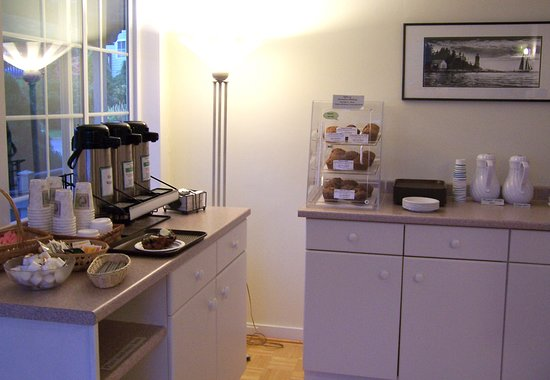 Seascape Motel and Cottages: Enjoy a delicious freshly baked muffin and locally roasted coffee to start you day