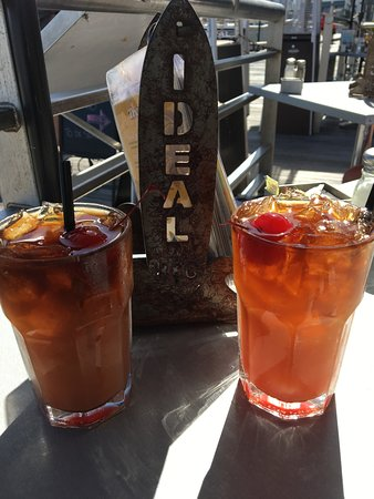Ideal Bar & Grill: Left Mai Tai with extra shot