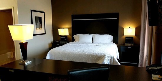 Hampton Inn and Suites Tulsa Hills: King Studio Suite