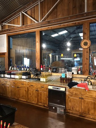 Burton, TX: wine bar