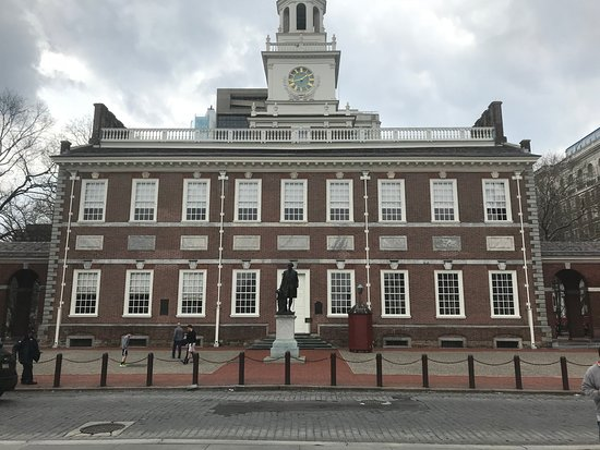 Independence Mall : view across the street