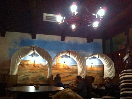 Fossato di Vico, Itália: Le carovane all'interno del Pub