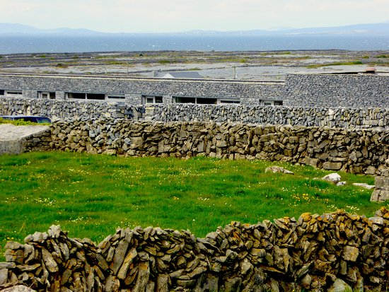 Inishmann, Irlanda: A hotel that blends beautifully with the landscape