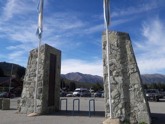 Catedral Alta Patagonis: Estacionamiento