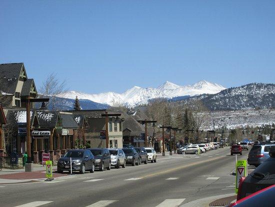 Snowshoe Motel: Main Street view looking East.