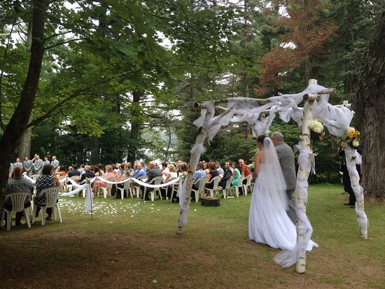 Rhinelander, WI: Weddings and receptions at Holiday Acres Resort can be customized