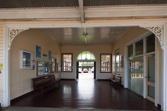 Emerald Train Station: Waiting area