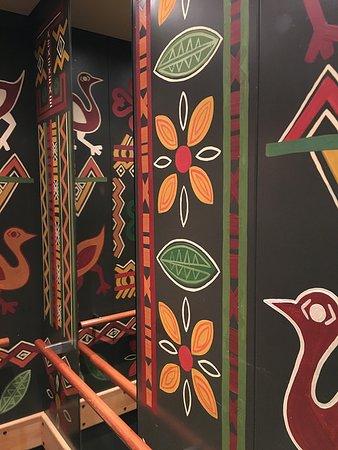 Hotel Village Matamba : Malerei im Aufzug