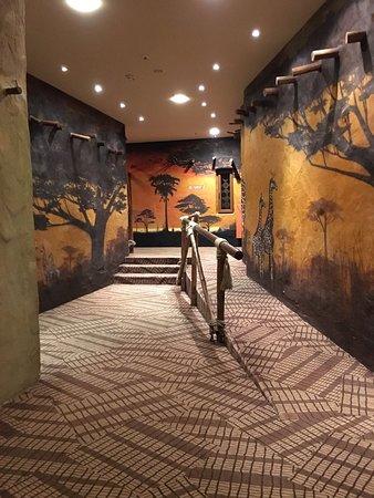 Hotel Village Matamba : Flur zum Restaurant Zambesi