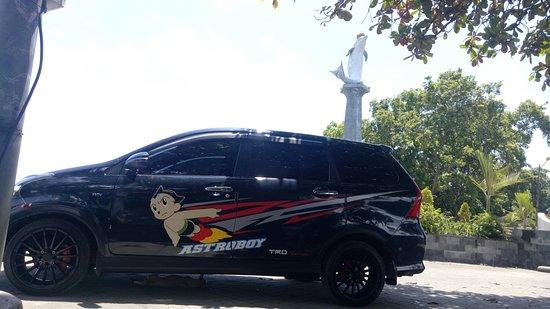 Astroboy Loka Paksa Taxi : Central lovina Dolphin statue