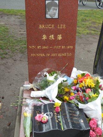 Bruce Lee Grave Site: Bruce Lee's Grave