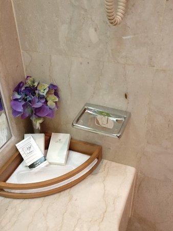 Carlton Al Moaibed Hotel: IMG_20180405_024635_large.jpg