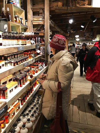 Bryant House: Mom browsing the Maple Syrup display