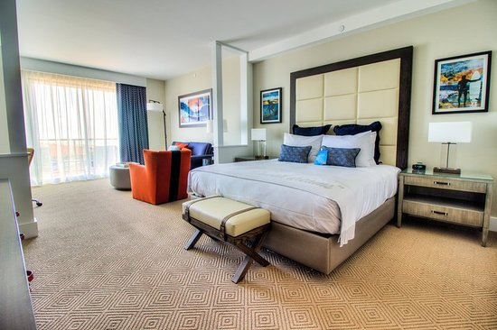 The Waterfront Beach Resort, A Hilton Hotel: Suite