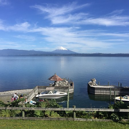 Desagüe Rupanco: Volcán Osorno seen from the northern shore of the Rupanco lake February 2018
