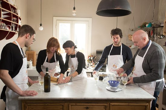Private cooking class at a Cesarina's