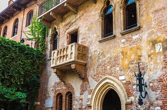VERONA, THE HOUSES OF ROMEO & JULIET...