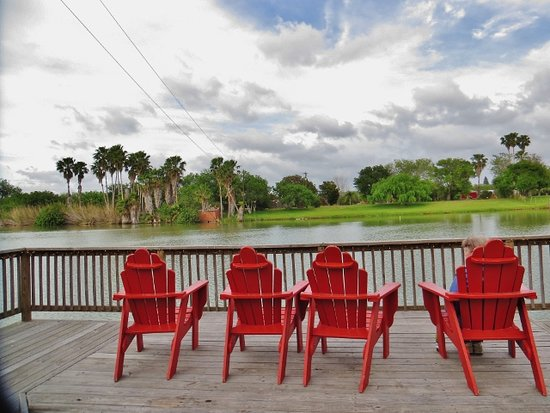 Los Fresnos, เท็กซัส: A place to relax: the deck overlooking the resaca