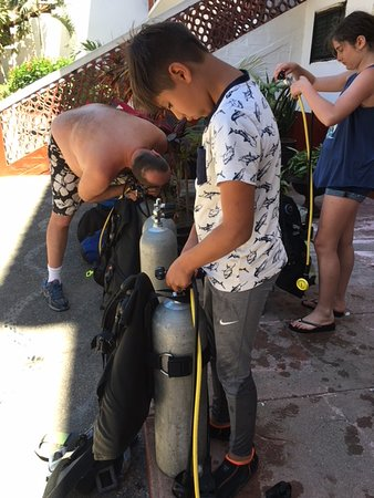 Chico's Dive Shop: Practical training session and pool exercises.