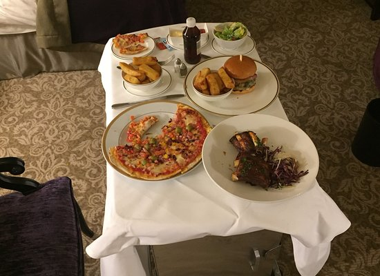 InterContinental Dublin: Room service, sorry Int, we always bring our own vinegar. Pizza thin, burger good, beef ribs bet