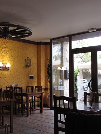 Foto del interior del restaurante El Barrilet.