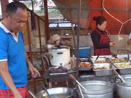 Night Food market: Lao soups