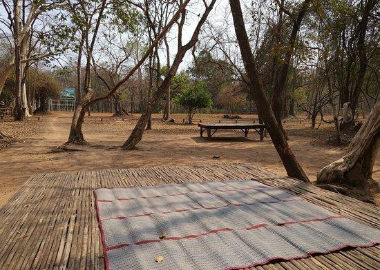 Sueydongkorn, Kambodscha: Кох Кер - около пирамиды